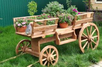 Деревянная садовая тележка
