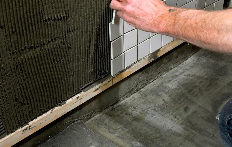 Выравнивание керамической плиткой